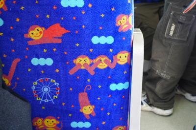 名鉄犬山モノレール線 座席のモケットに描かれたサルたち