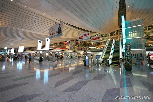 意外と快適?始発便のため深夜の羽田空港国際線ターミナルで ...